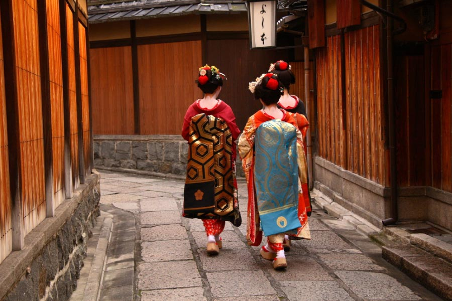 geishas in traditional streets of gion