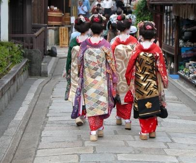 geisha in traditional streets of gion
